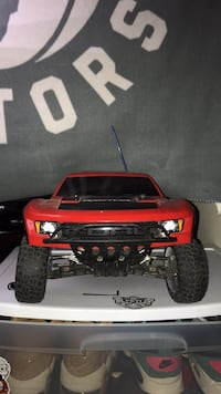 2016 TRAXXAS Ford Raptor PLUS Traxxas plus charger!! Barrie, L4N 4M4