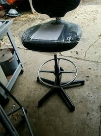round black metal base with black leather padded seat Rockford, 61108