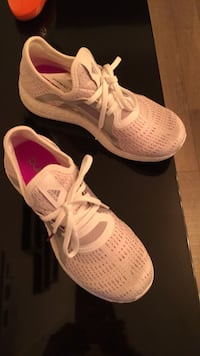 Pair of white nike running shoes Toronto, M9W 0C6