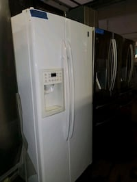 GE side by side doors fridge in excellent conditio Baltimore, 21223