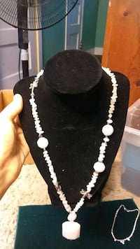 black and white beaded necklace Chico