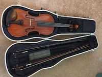 Brown violin with bow in case Chesapeake, 23321