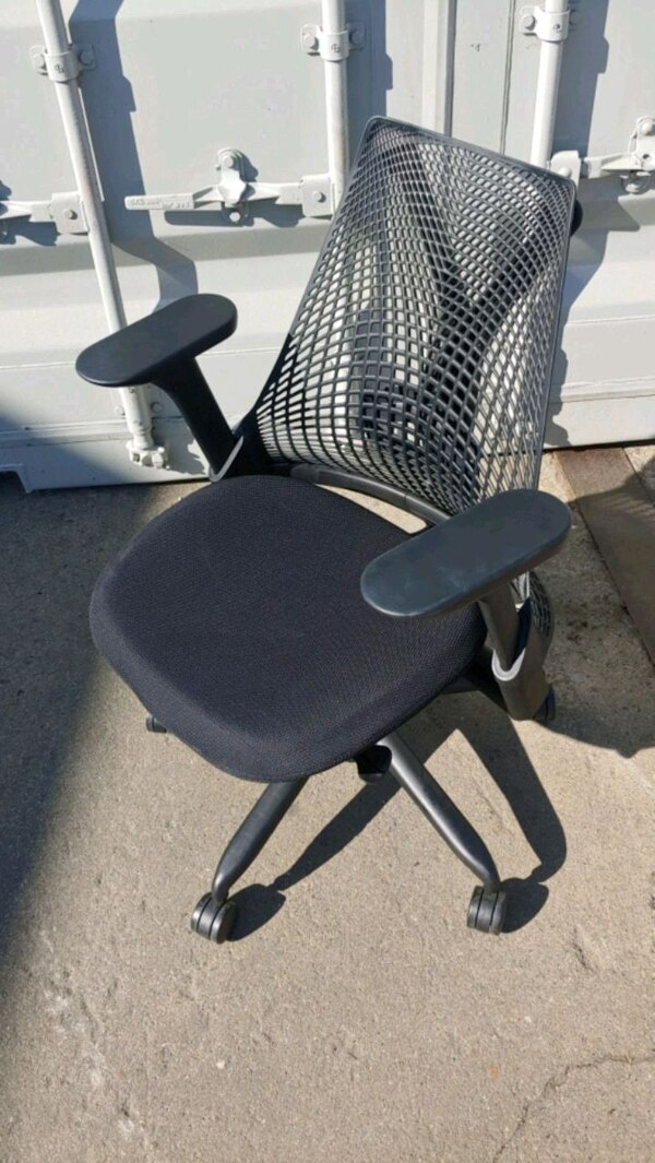 Swell Herman Miller Sayl Chairs With Lift And Lock Arms Machost Co Dining Chair Design Ideas Machostcouk