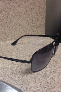Guess men's aviator shades Surrey, V3T 2W6
