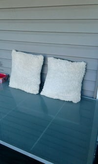 WHITE FLUFFY THROW PILLOWS COUCH