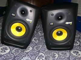 KRK Rokit monitors (comes with 2 trs cords )