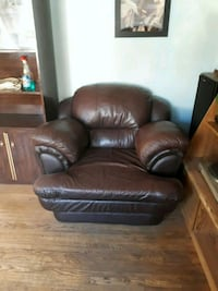leather chair  Barrie, L4M 3R4