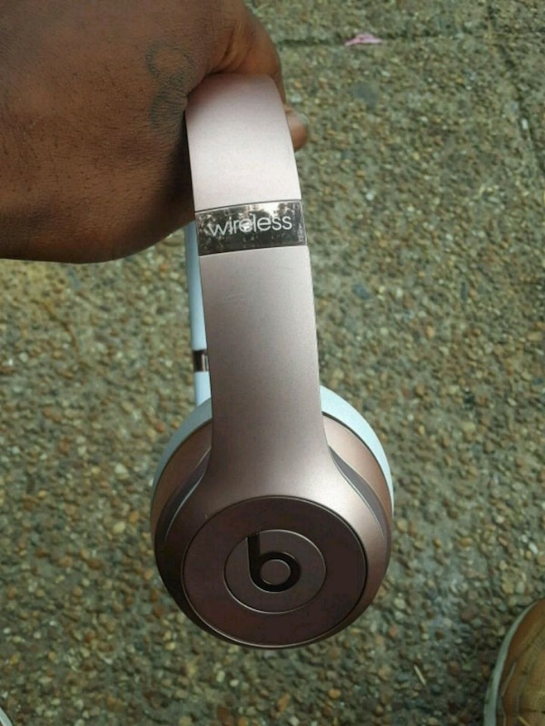 Pink wireless Beats by Dr