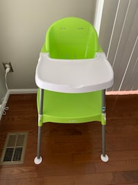 baby's green and white high chair Chantilly, 20152