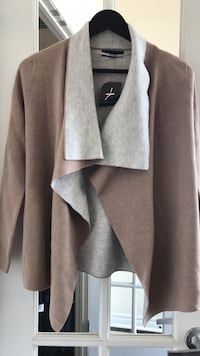 Full-Sleeve Grey and Beige Sweater Mississauga, L5B
