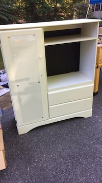 Dresser or could be used as entertainment center Hubbardston, 01452