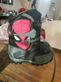 Snow boots size 4 youth. Sterling, 20166