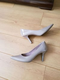Beige pumps just like new! Size 8