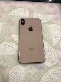 Unlocked Gold IPhone XS 512 Gb almost new Calgary, T2C