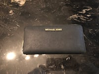 Black michael kors long zip-around wallet Montréal, H3M 2B7