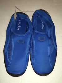 Water shoes size 9 Toronto, M4C 5P9