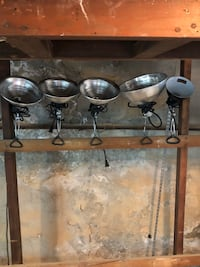 5 metal clamp lights  139 mi