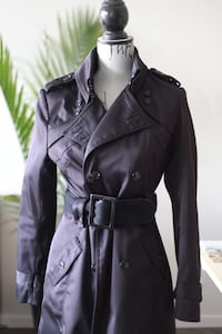Black trench coat . Very good condition 3725 km