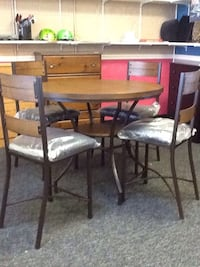 New high top table and chairs  Virginia Beach, 23462