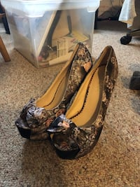 Size 7 pumps worn once Waterford, 53185