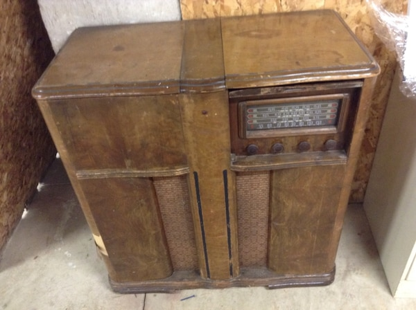 brown wooden classic radio