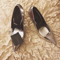 pair of black leather pointed-toe pumps Lutz, 33558