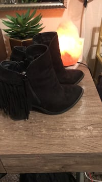 pair of black suede round-toe chunky heeled booties Tulare, 93274