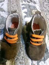 Cute baby boy shoes Oskosh rarely used $10 Indio, 92201