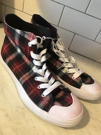 Size 9 Checkered sneakers new. Never worn. No box.  Woodbridge Township