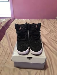 Pair of black-white nike air force 1 New York, 10462