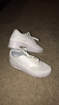 Boys Size 7 White Air Maxes (Never Worn) Frederick, 21702