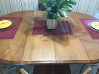 Beautiful solid maple dining set with 2 leafs and chairs 3727 km