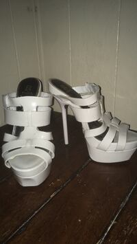 Pair of white leather open-toe heeled sandals Tucson, 85741