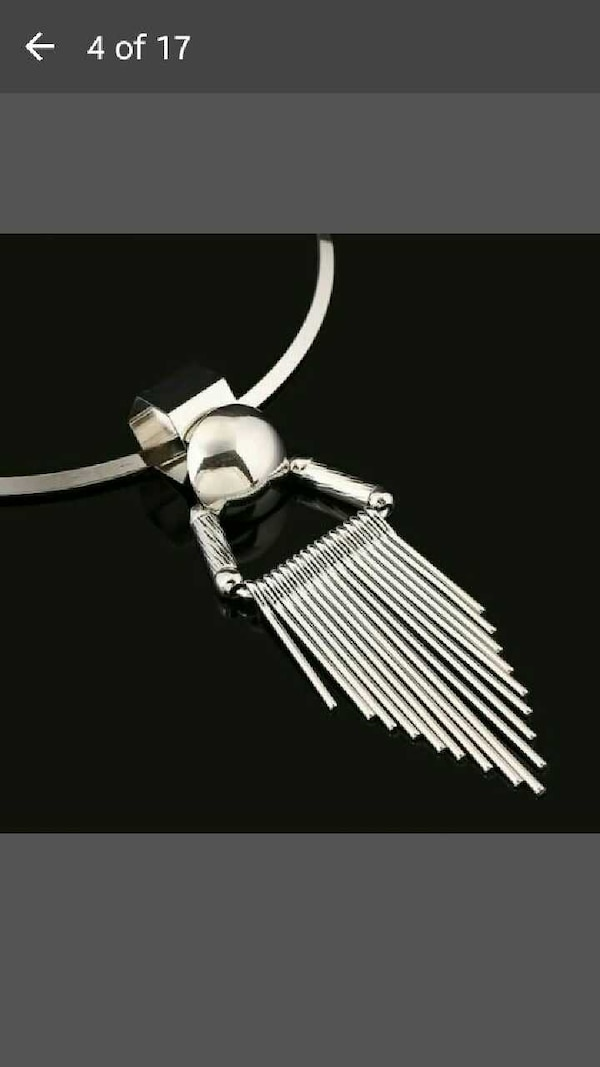 silver necklace with dangling pendant dc4adc01-215f-45af-ae45-2ff2a8580745