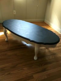 oval brown wooden coffee table Pickering, L1W 2M9