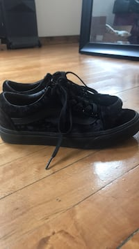 Women's US 7.5 Black Velvet Vans Low Tops  York, 17401