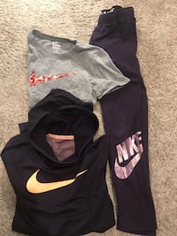 Nike girls outfit size Medium/large (8-10 youth). Matching set with Hyperwarm top. Like new  Retail $90+  Grimes, 50111