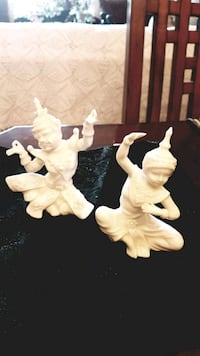 "Vintage ""white porcelain figurines Barrie, L4N 6C3"