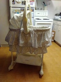 the first years baby bassinet  Brampton, L6Z 4T4