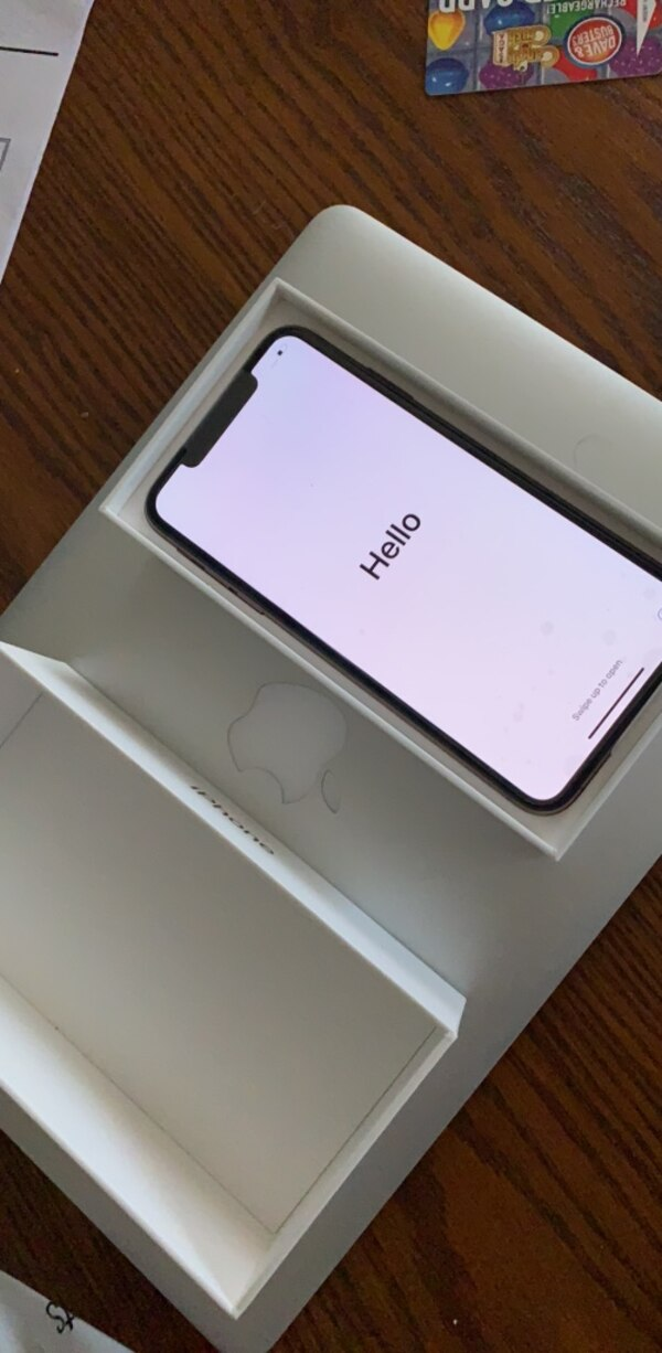 Used Gold Iphone Xs Max 256gb Unlocked For Sale In New York Letgo