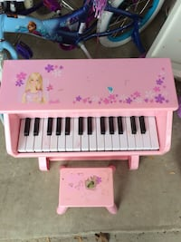 Barbie Piano Chantilly