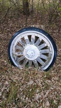 chrome multi-spoke car wheel with tire Selkirk, R1A 1V2