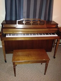 Rudolph Wurlitzer console piano with bench Lancaster, 43130