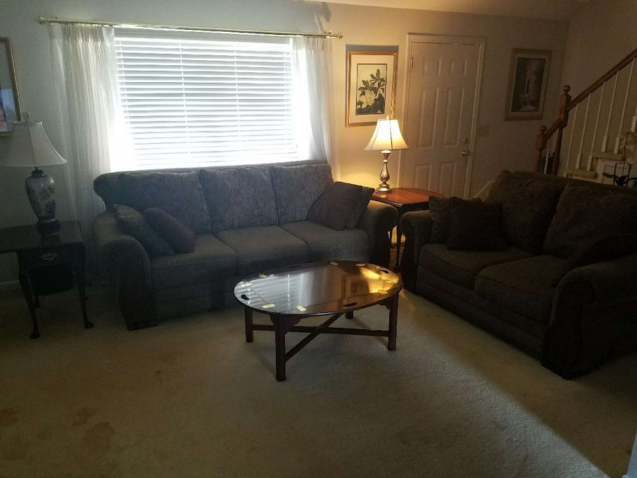letgo 7 PIECE LIVING ROOM SET in Anderson SC