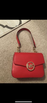 Authentic Michael kors bag has a little bit of damage on the front but it's new never used Nashville, 37013