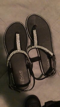 Pair of black leather sandals size 6 Linden, 07036