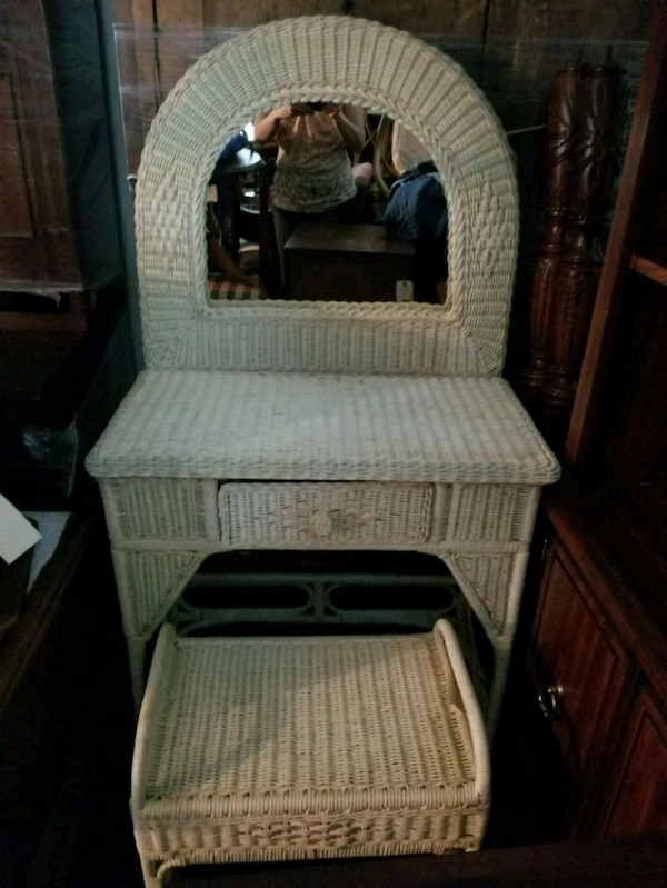Used Wicker Vanity Chair And Table For Sale In Tucker Letgo