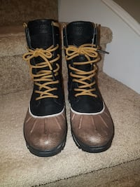 Size 9 womans worn once brand new condition  616 km