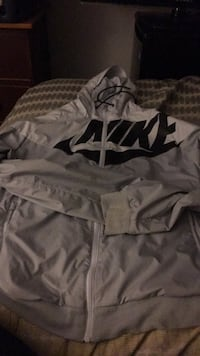 Hooded nike jacket 8/10 condition originally worth $110 Bedford, B4A