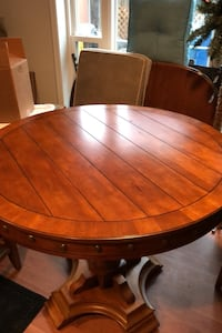 Round bar height table with 4 chairs. Annandale, 22003